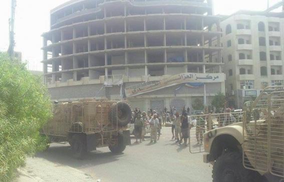 """القوات المشتركة تضيق الخناق على """"الحوثيين"""" بمطار الحديدة"""