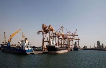 الأمم المتحدة تشير لاحتمال استخدام موانئ غير الحديدة لتوفير الغذاء باليمن