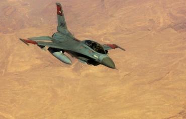 """""""حفتر"""" يشرف على ضربات سلاحي الجوي المصري والليبي بدرنة"""