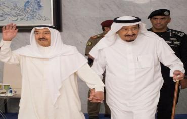 أمير الكويت يغادر الرياض دون بيان ، والأزمة تحتدم