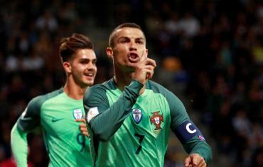 ثنائية رونالدو تقود البرتغال للفوز على لاتفيا