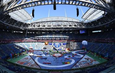 افتتاح بطولة كأس القارات في مدينة بطرسبورغ الروسية