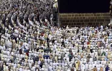 صلاة العيد : الأسد في حماة واردوغان يغمى عليه وهادي وسلمان في مكة والسيسي في الأسكندرية