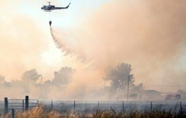 الآلاف يفرون من حرائق كاليفورنيا وإعلان الطوارئ في مقاطعة كندية