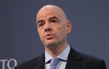 """رئيس """"فيفا"""": 6 دول عربية طلبت سحب تنظيم مونديال 2022 من قطر"""