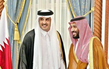 أمير قطر يتصل هاتفياً بولي العهد السعودي بناء على رغبة ترامب