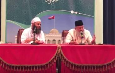 عُمان تطرد داعية هنديا بسبب السعودية وقطر!
