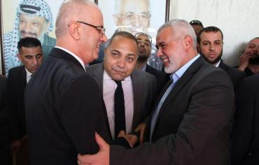 الحكومة الفلسطينية تعقد أول اجتماع لها في غزة منذ العام 2014