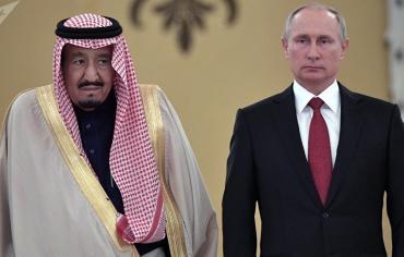 """""""عكاظ"""" تعلق على تحذير بوتين للسعودية من الديمقراطية الأمريكية"""