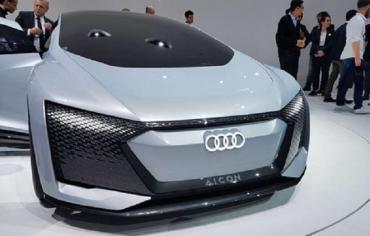 """""""أيقونة"""" بلا مقود.. سيارة المستقبل من أودي"""