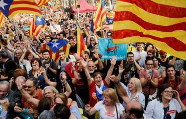 مدريد تقيل بوتشيمون وتحل برلمان كاتالونيا ورفض دولي لإعلان الاستقلال