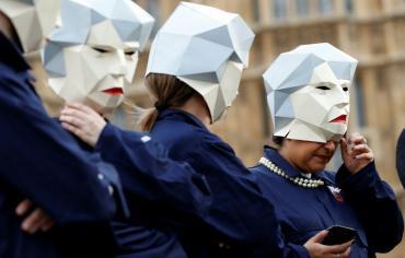 الانقسامات الحكومية بسبب بريكست تلقي بثقلها على ميزانية بريطانيا