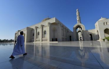 في سلطنة عمان تشجيع الانفتاح المذهبي للاحتماء من الانقسامات الاقليمية