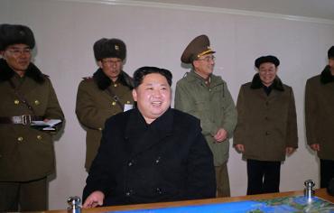 """""""الفرحة النووية"""" لزعيم كوريا الشمالية بعد إطلاق أقوى صواريخه"""