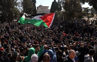 قوات الأمن تفرق بالقوة تظاهرة أمام السفارة الأمريكية في بيروت