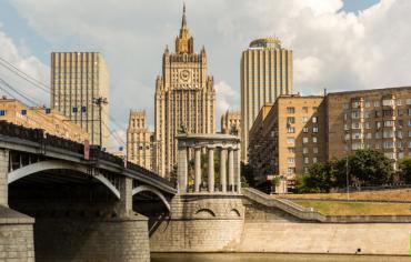 روسيا تجلي بعثتها الدبلوماسية في صنعاء لتؤدي مهامها من الرياض