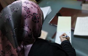 كندا.. فتاة مسلمة تتعرض لمحاولة تمزيق حجابها