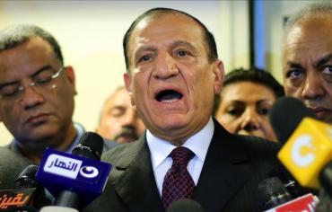 """الهيئة الوطنية للانتخابات في مصر تستبعد الفريق """"عنان"""" من قاعدة الناخبين"""