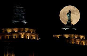أمريكا تنشئ محطة فضائية جديدة على مدار القمر