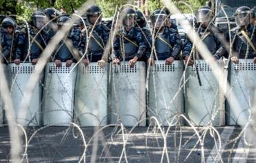 الالاف يتظاهرون في العاصمة الارمنية ضد سركيسيان