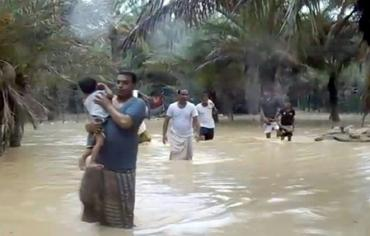 """سقطرى اليمنية جزيرة منكوبة و عمان تستعد لمواجهة """"ميكونو"""""""