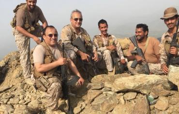 قائد القوات المشركة في التحالف العربي يتفقد سير العمليات العسكرية