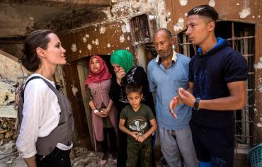 جولي مصدومة من حجم الدمار في  الموصل