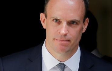 الحكومة البريطانية في أزمة بعد استقالة وزيرين بسبب الخلافات حول بريكست