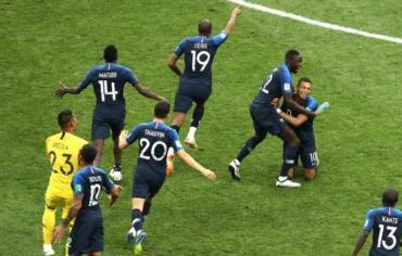 فرنسا تتوج بكأس العالم 2018 بفوز كبير على كرواتيا برباعية