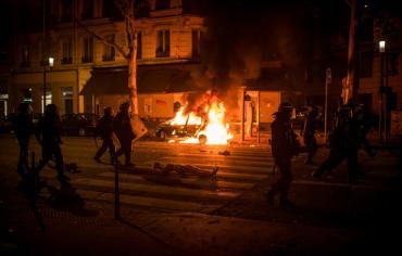 إحراق 845 سيارة وتوقيف 508 مشبوهين على هامش احتفالات العيد الوطني الفرنسي