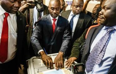 مشاركة كثيفة في اول انتخابات عامة في زيمبابوي بعد عهد موغابي