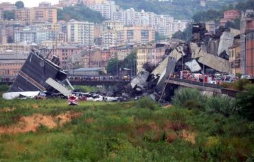 """30 شخصا لقوا مصرعهم على الأقل في """"مأساة"""" انهيار جسر جنوى"""