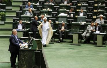 ضربة جديدة لروحاني بعد حجب الثقة عن وزير الاقتصاد الايراني