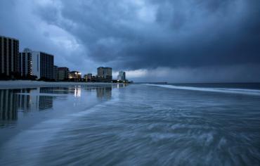 الإعصار فلورنس يضرب الساحل الشرقي للولايات المتحدة