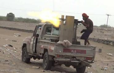 """احتدام معارك الحديدة.. والحوثي """"يستجدي"""" المدنيين"""