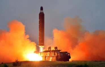 كوريا الشمالية تطلق صاروخا باليستيا وأمريكا تتجنب التصعيد