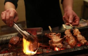 «الشواء» فيلم عالمي عن ثقافة تجمع الأسر حول اللحم المشوي